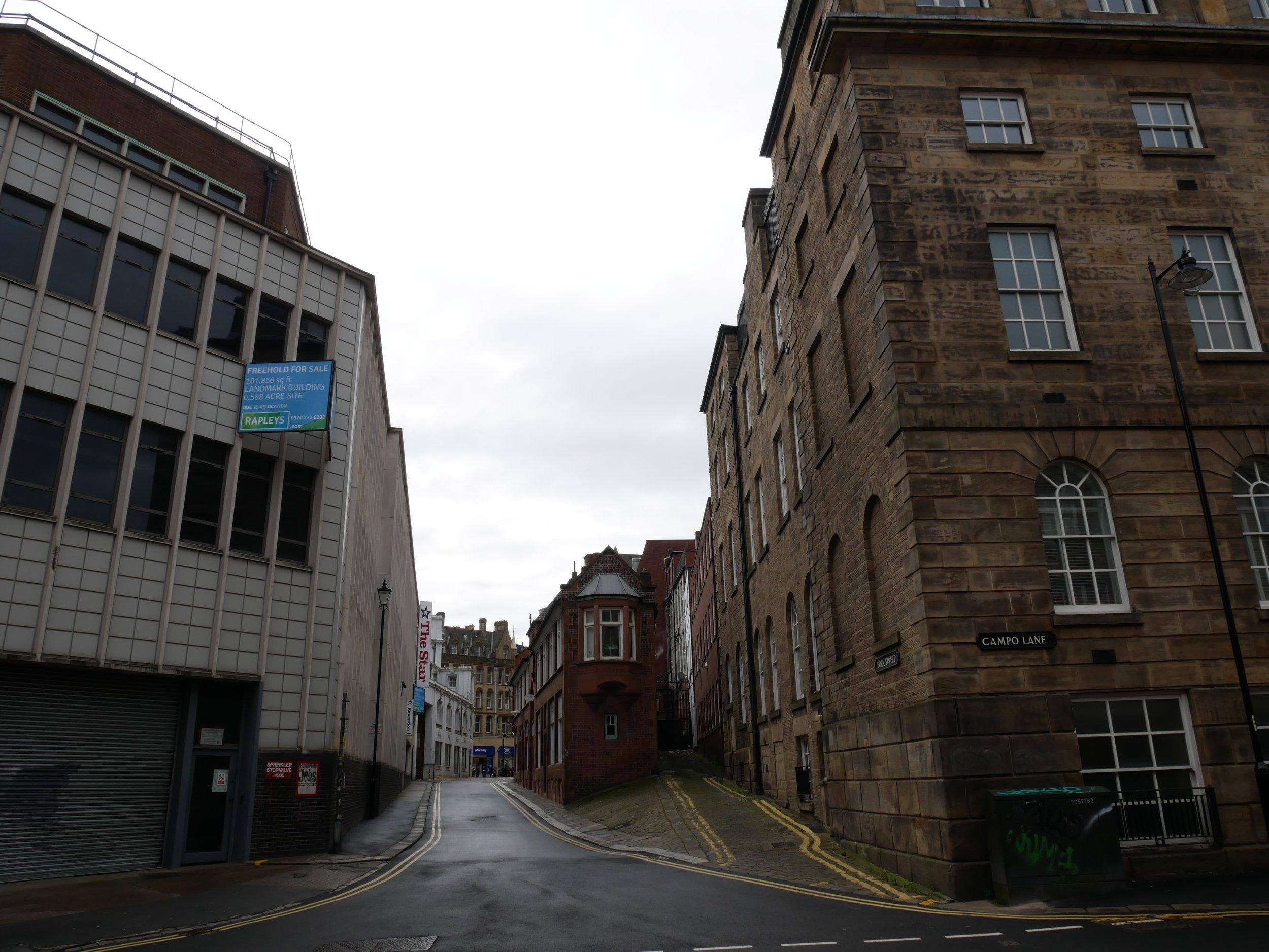Jag gillar hur Sheffield ser ut. Det är en rimlig blandning av gammalt och nytt som ibland är lite konstig men för det mesta bra.