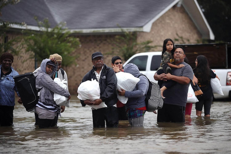170828-hurricane-harvey-floods-155p-rs_8f0bdab552e91c9414eea7b2a4878ef9.nbcnews-ux-2880-1000.jpg
