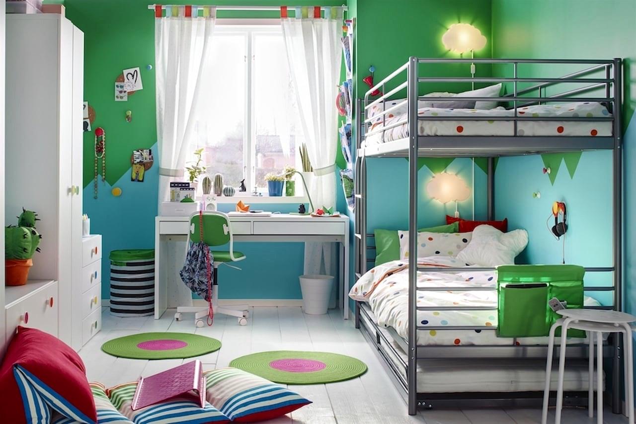 SVARTA bunk bed with SVARTA pull-out bed below. ALEX desk