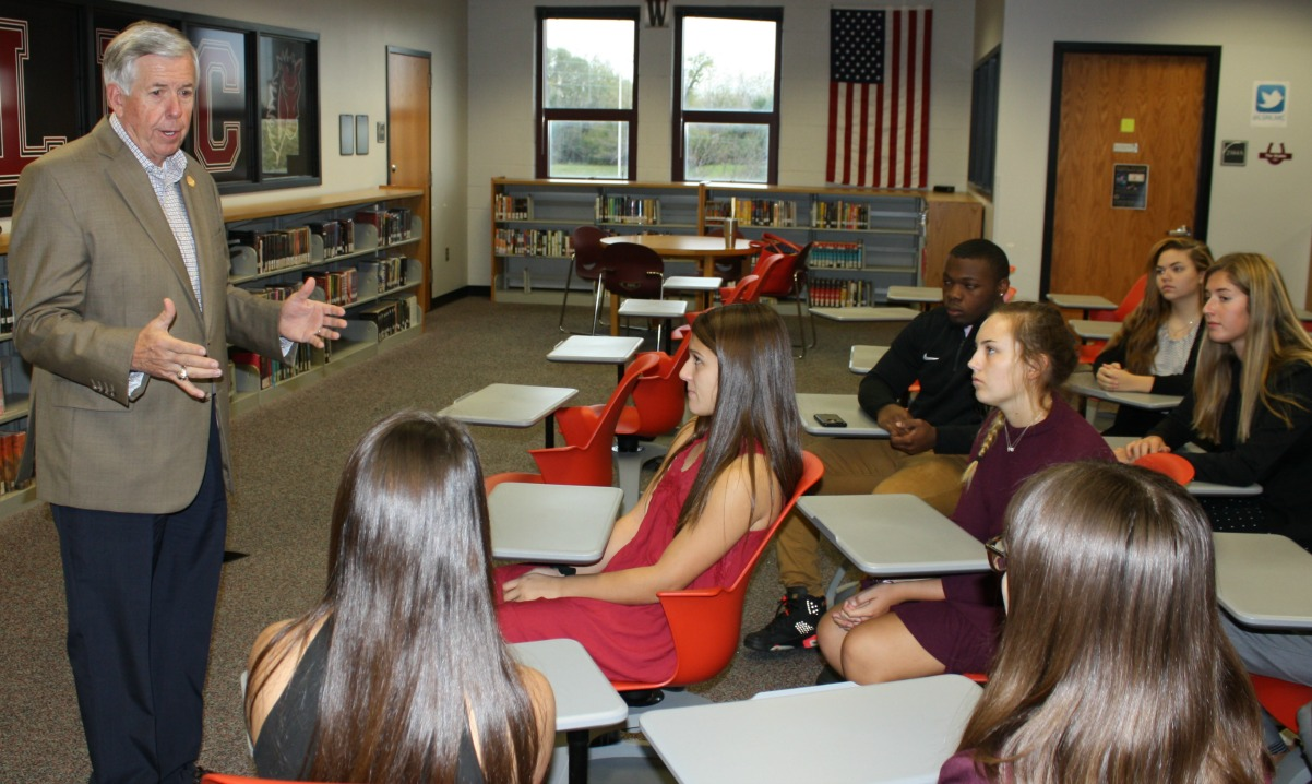 Missouri Lt. Governor Mike Pearson visits with students at Lee's Summit North.