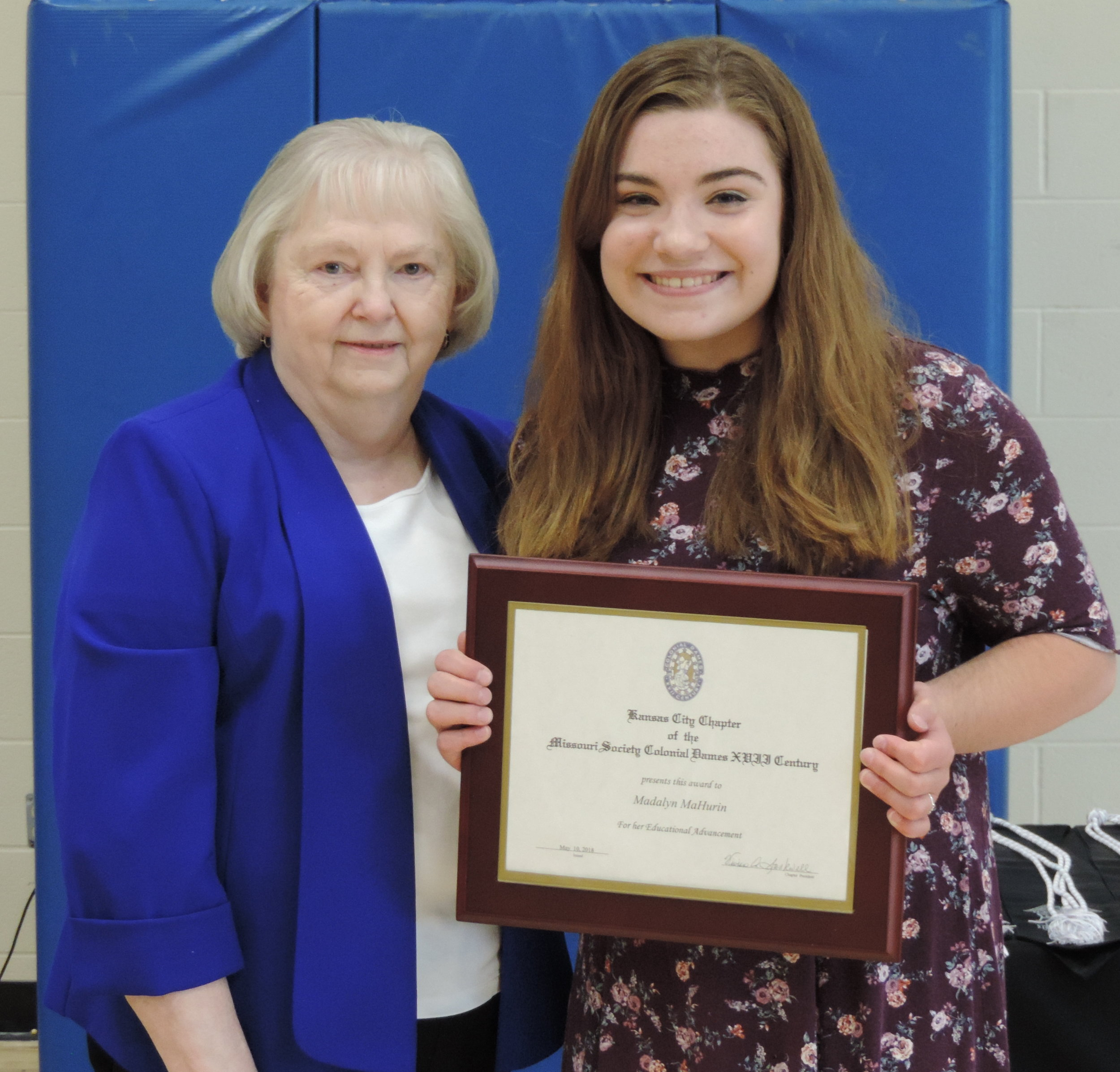 Representative from the Kansas City Chapter of the National Society of Colonial Dames, Vivian Stockwell, presents the Education Award to SCA Senior Madelyn Mahurin.