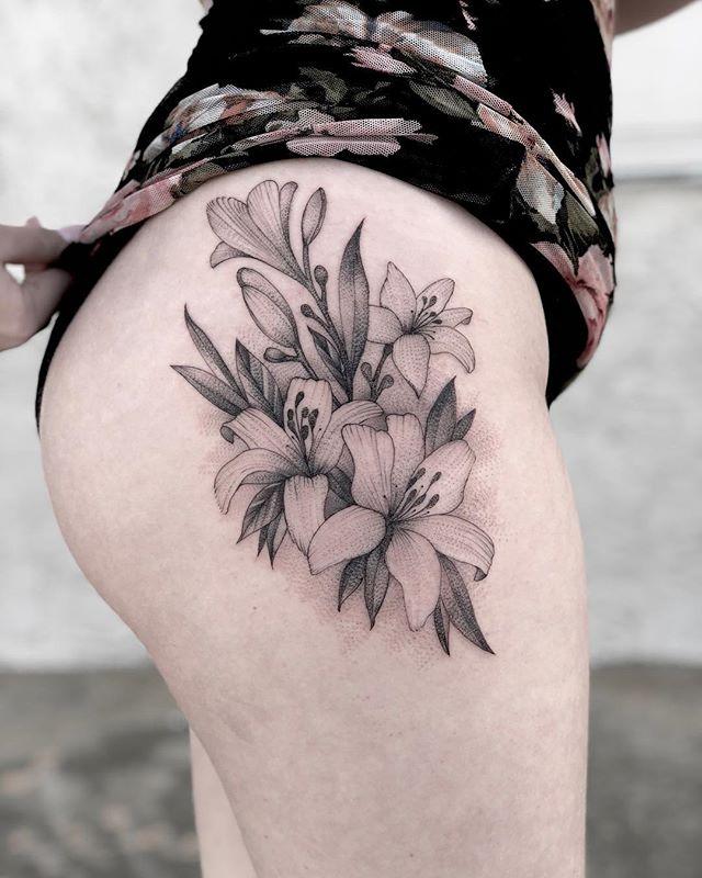 Tattoo by @jhobsontattoo 🌴#danapointtattoo #danapoint #danapointtattoostudio #flowertattoos