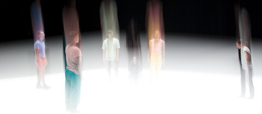 Photo de répétition ©Mathieu Verrault. Interprètes Peter Jasko, Winnie Ho, Francis Ducharme, Zoë Vos, Benjamin Kamino, Clara Furey.