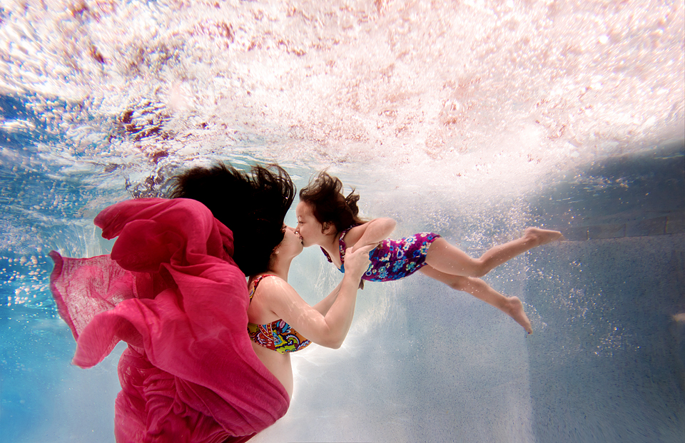 photographing kids underwater