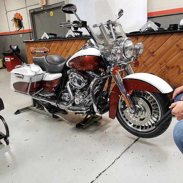 Came Across this ultra rare bike today. It's a 1of1 bike made and customized by Harley for there P&A catalog photos.  Sad this bike will never see a road or the light of day, it has been subjected to a life of training #futuretechs @ MMI.