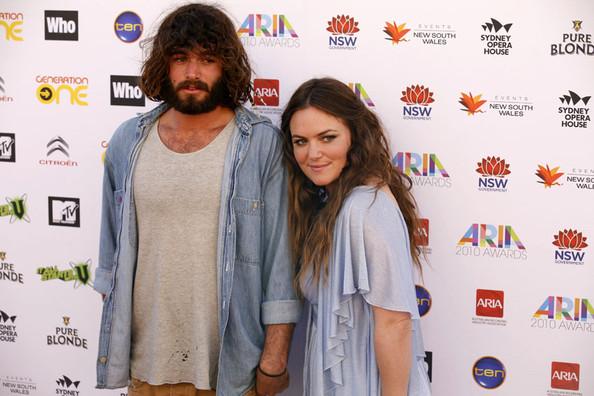 Angus+Stone+Julia+Stone+2010+ARIA+Awards+Sydney+i_gsr1bmnLol.jpg