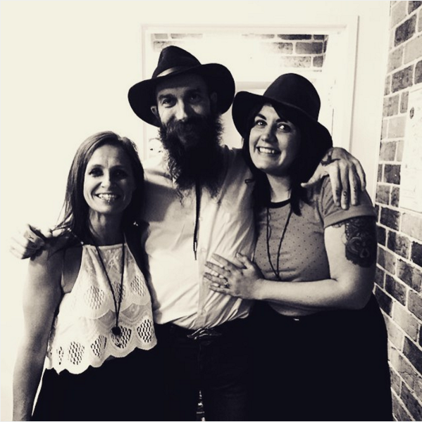 Kasey Chambers with Kris Morris and Sarah Humphreys (The Eagle and the Wolf). Pic via the  eagleandthewolf.com