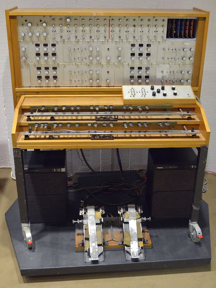 Oskar Sala's trautonium in the Museum of Musical Instruments, Berlin. Image via  nervoussquirrel.com