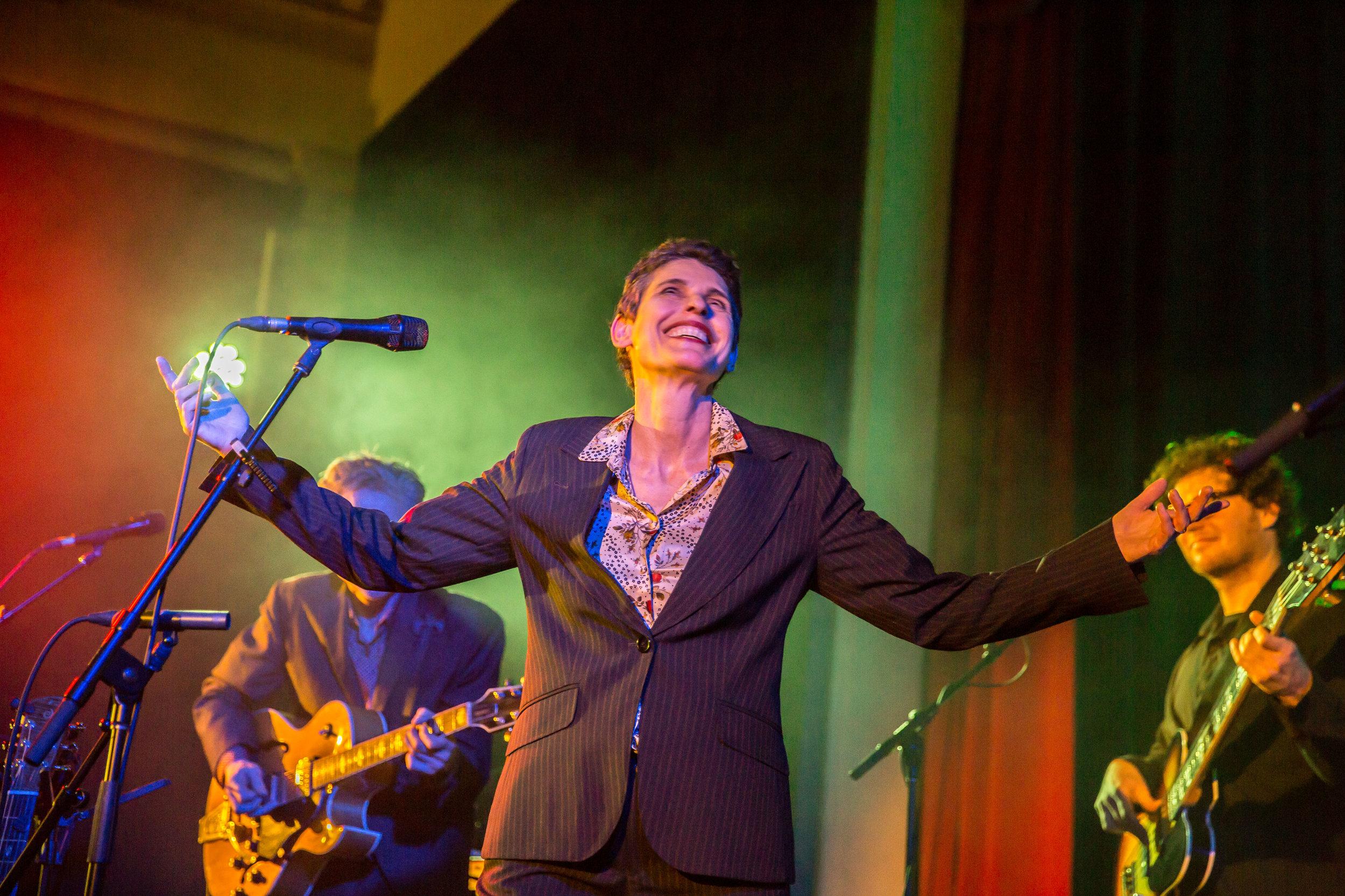 Deborah Conway, image by David Harris