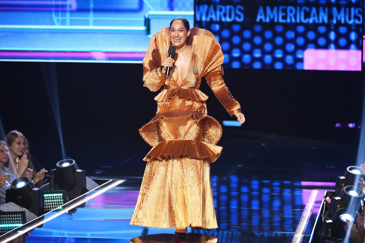 Tracey Ellis Ross hosts the 2017 AMAs. Image: Getty