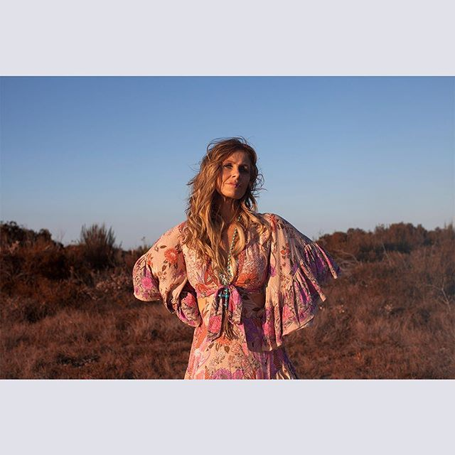 """Kasey Chambers' new album Campfire could be her most important life work. """"I've always known that I would make this album."""" Music Love's interview with Kasey Chambers ahead of the release of her album Campfire tomorrow. She speaks on country music, past and present, and how this album came about at the right time, but also the busiest time in her life. Up now at musiclove.com.au #kaseychambers #musiclove @musicloveau @kaseychambersmusic #campfire #firesidedisciples 🍃🌾🍃🌾 Photo Chloe Isaac"""