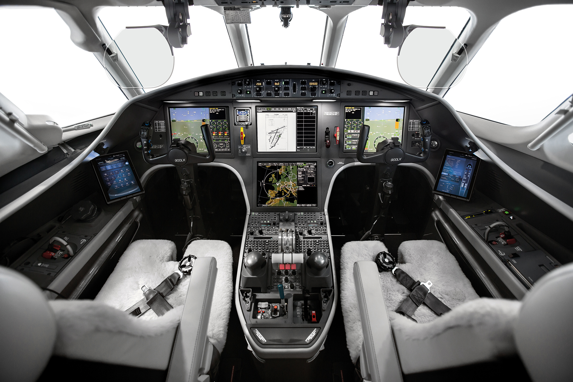 W-900LX_Cockpit_2016.jpg
