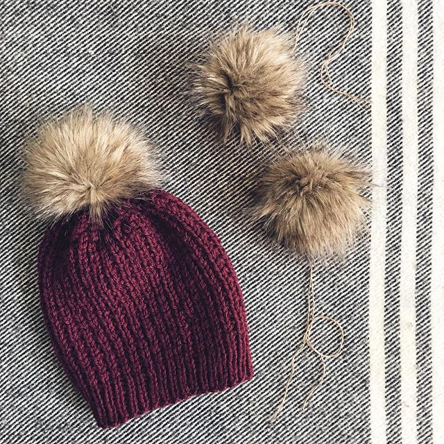 To [faux] fur pom... or to not [faux] fur pom? 💬 We're testing out making our own fur poms - and we kind of love the pairing with our Suvi hat! What do you think? . . . #makersgonnamake #knittersofinstagram #fauxfurpom #handknit #knitwear #mnmade #etsyseller #etsyshop #siskoknits #knitstagram