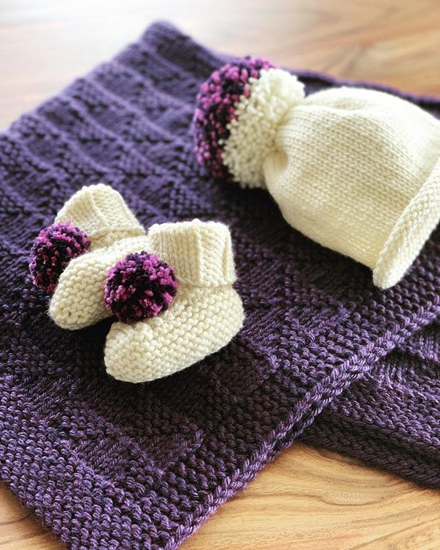 We're in love with this custom set in aubergine and fushia 😍 A squishy, soft blanket with booties and hat sized for next fall/winter - what a thoughtful baby shower gift! . . . #babyknits #babybooties #knitblanket #handknit #knittersofinstagram #babyshower #babygifts #etsyseller #handmadegifts #madeinminnesota #mnmade #siskoknits