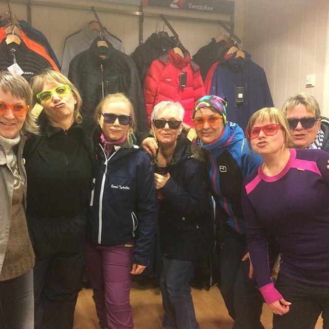 Damer på (1times) #shopping 😊 Nye #klubbjakker kommer snart 👍