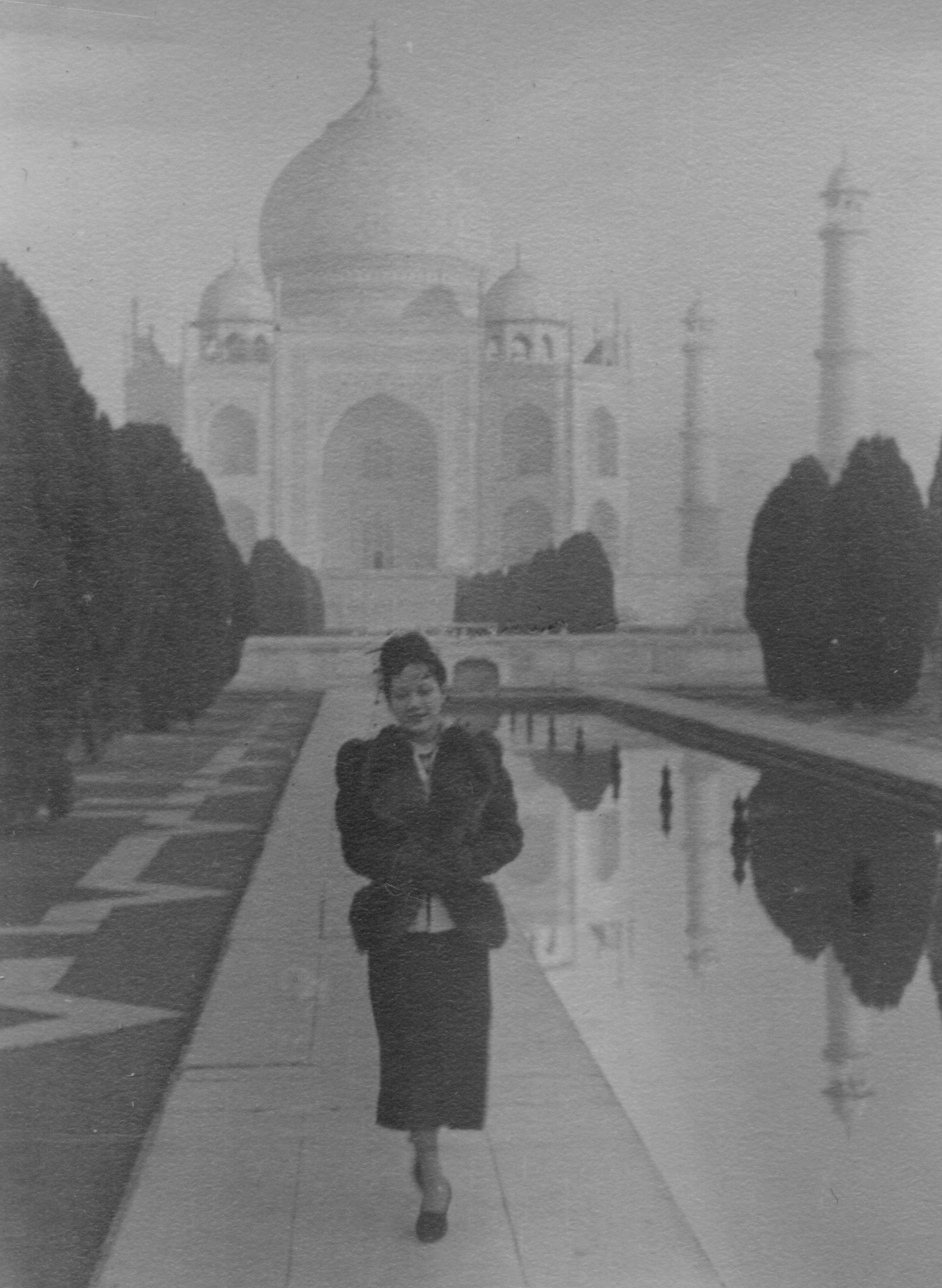 Shanyi at Taj Mahal.jpg