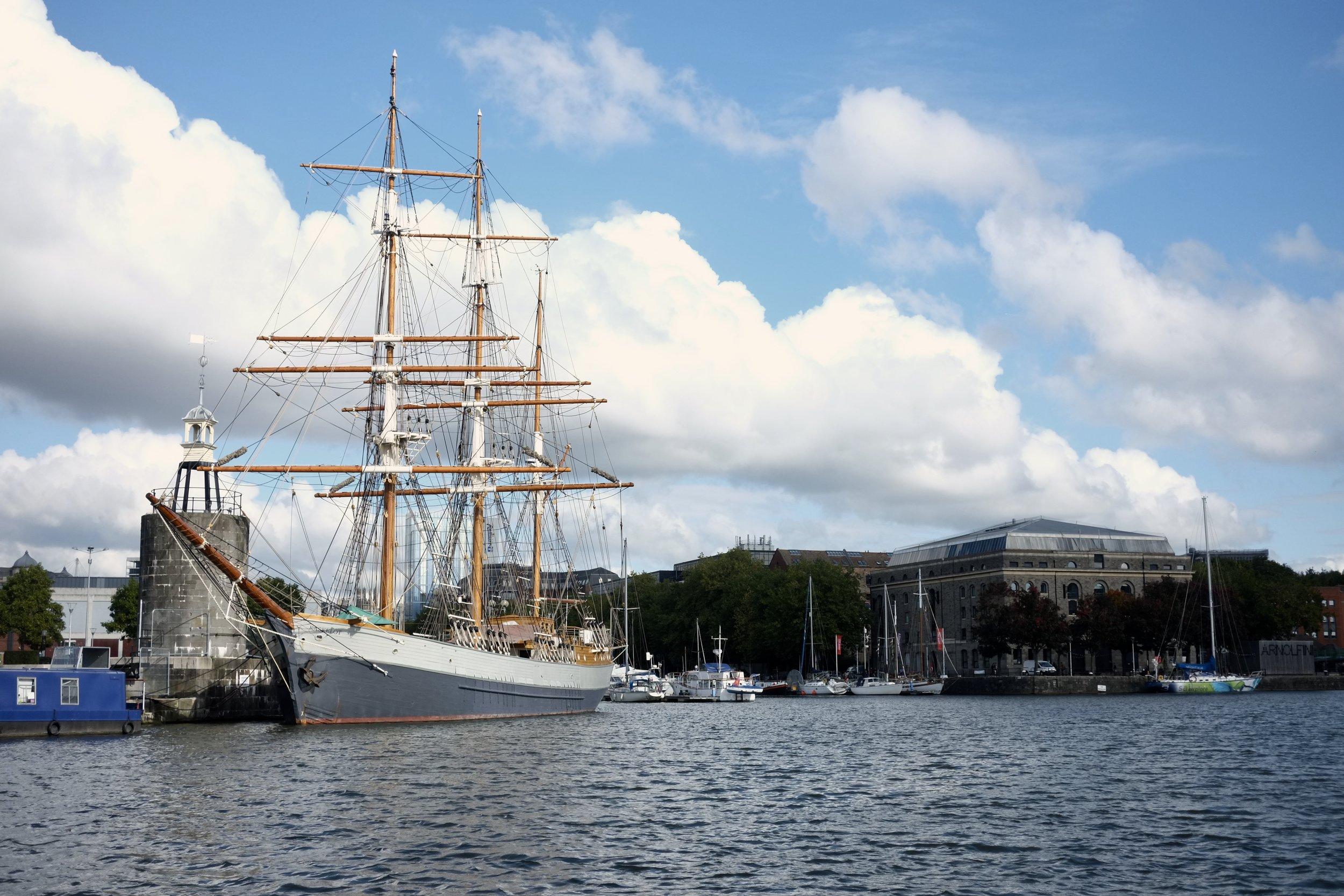 Kaskelot rigging and mast restoration