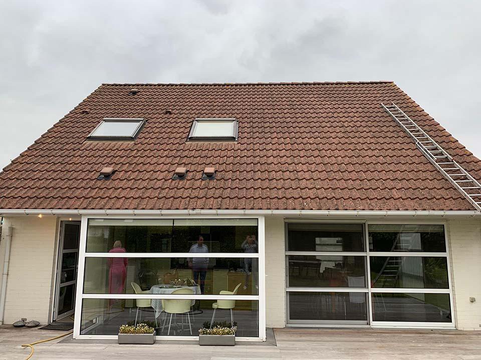 Ontmossen daken Kuurne voor.jpeg