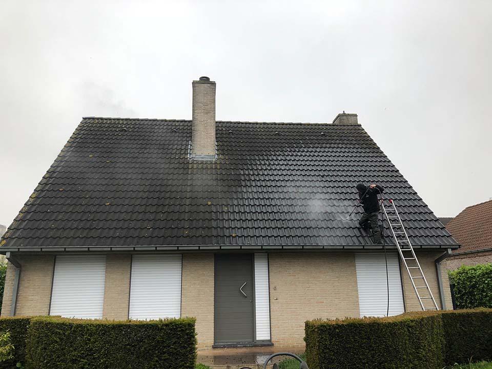 Reinigen dakpannen - ontmossing West-Vlaanderen.jpg