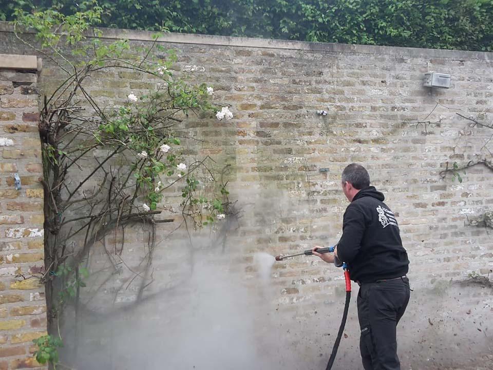 Reinigen muur Kortrijk.jpg