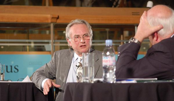 Biologen og forfatteren Richard Dawkins er en av mange Lennox har debattert med.