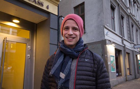 Karl-Johan Kjøde gleder seg over det nye brevet. Foto: Ingunn Marie Ruud, KPK