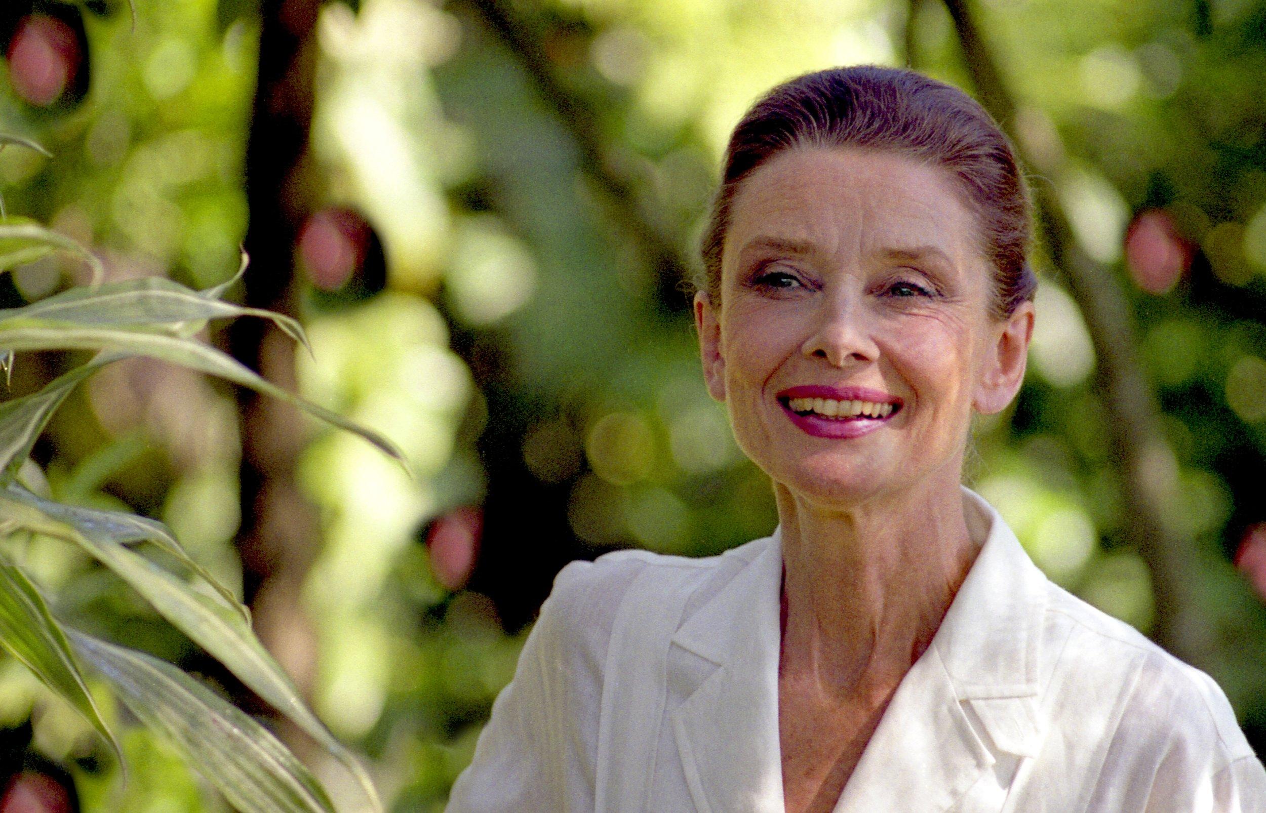 Audrey Hepburn 1990, Dominican Republic