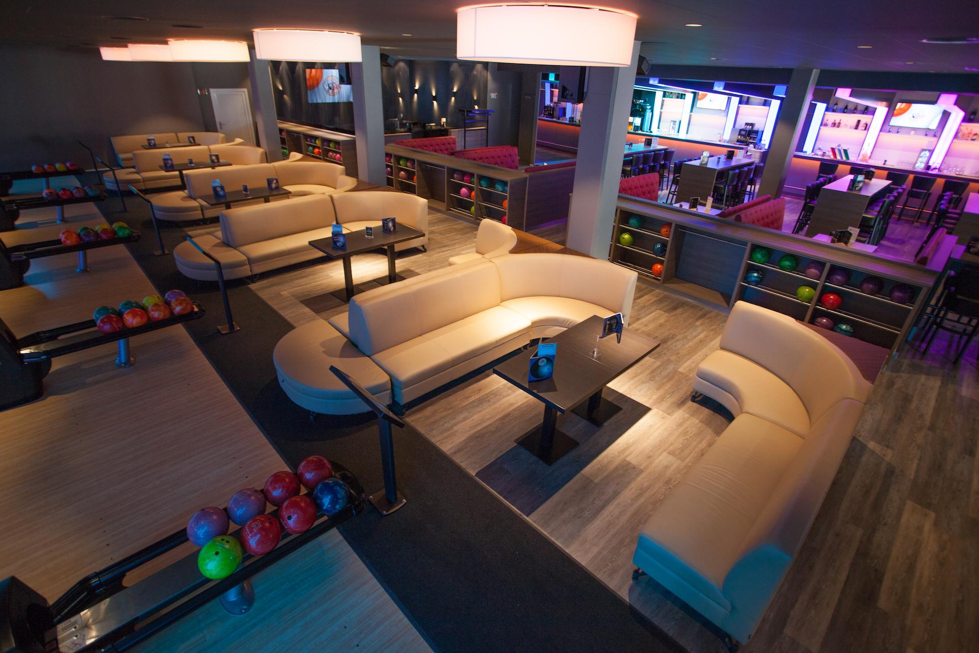 Sitzlounges aus der Vogelperspektive, hinten dran befindet sich die Bar, bzw. der Restaurant-Bereich.