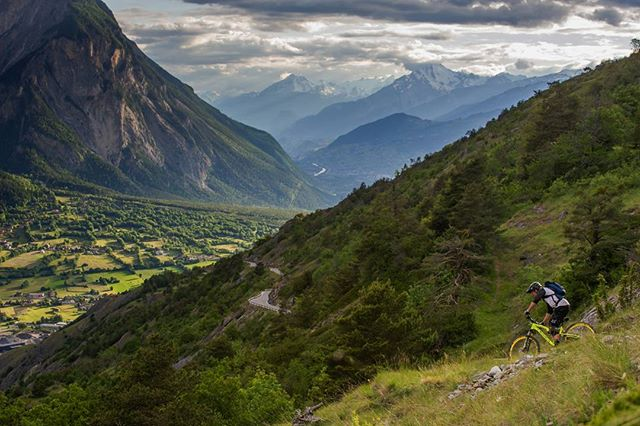 Summer vibes all around. It's hard to beat this! #bikevalais #summervibes #weloveenduro photo by: Andy Lloyd