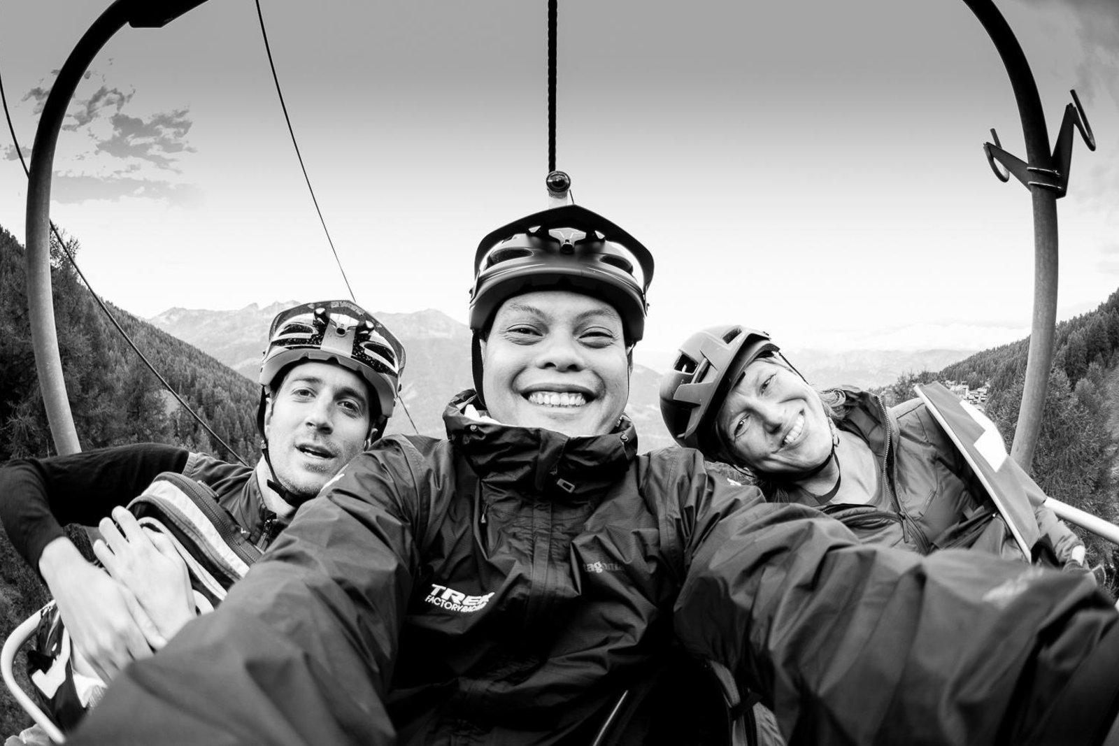 Shafudin Jaya: Chasing the Alpine Skies - Unser Gründer und Guide Martin hatte das Vergnügen, eine kleine internationale Truppe durch urchige Walliser Bergdörfer und über magische Pässe im Zentral- und Oberwallis zu führen. Mit dabei 2 lustige Sportjournalisten aus Singapur, die via RedBulletin einen spannenden Bericht inkl. tollen Fotos und Video erstellt haben.