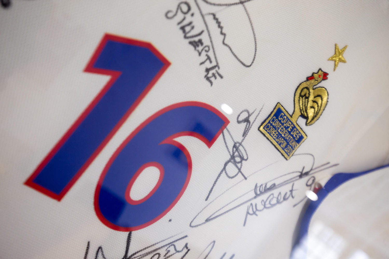 Zoom Maillot signatures.jpg