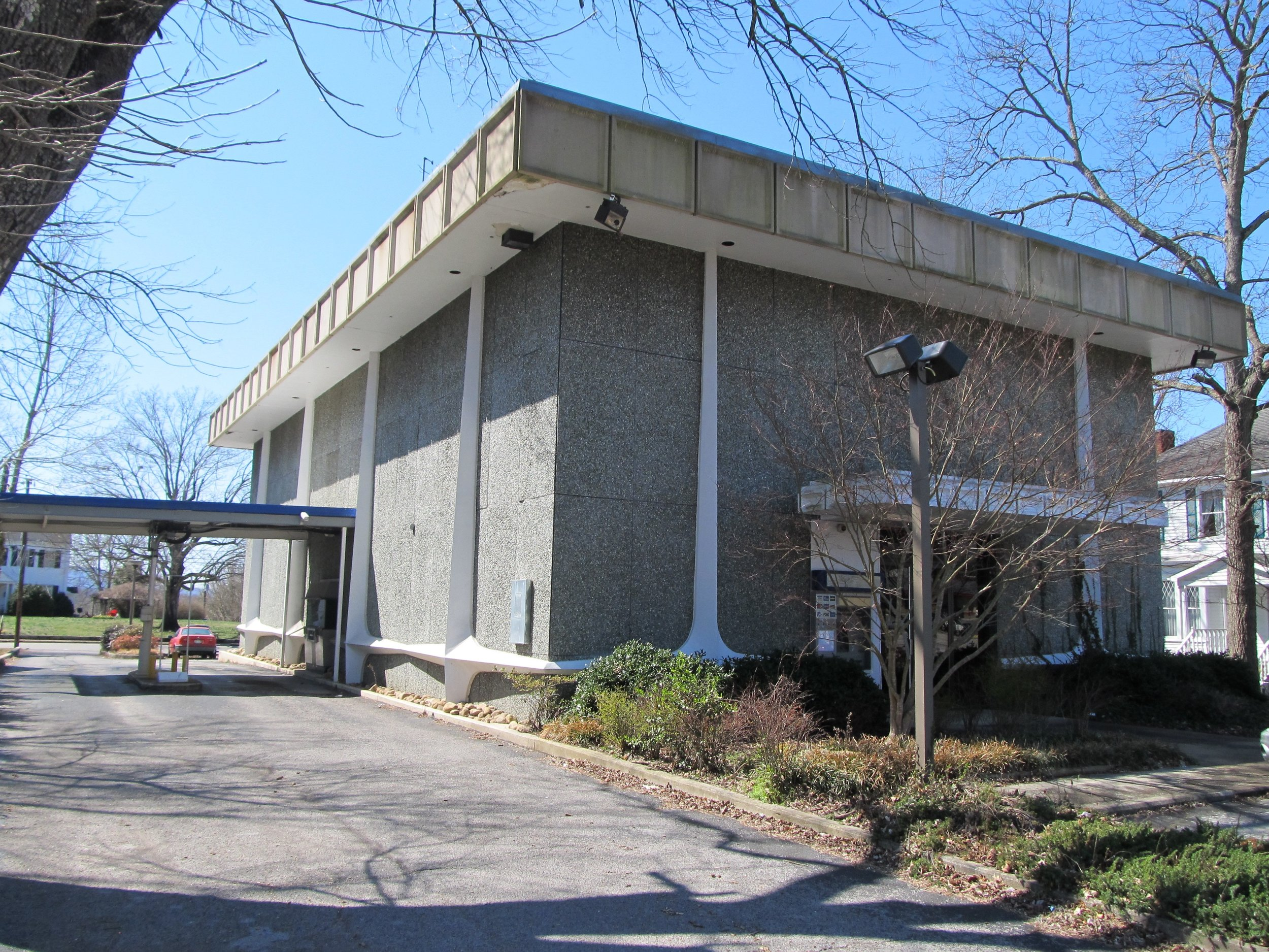 McMinnville Bank Location 001.jpg