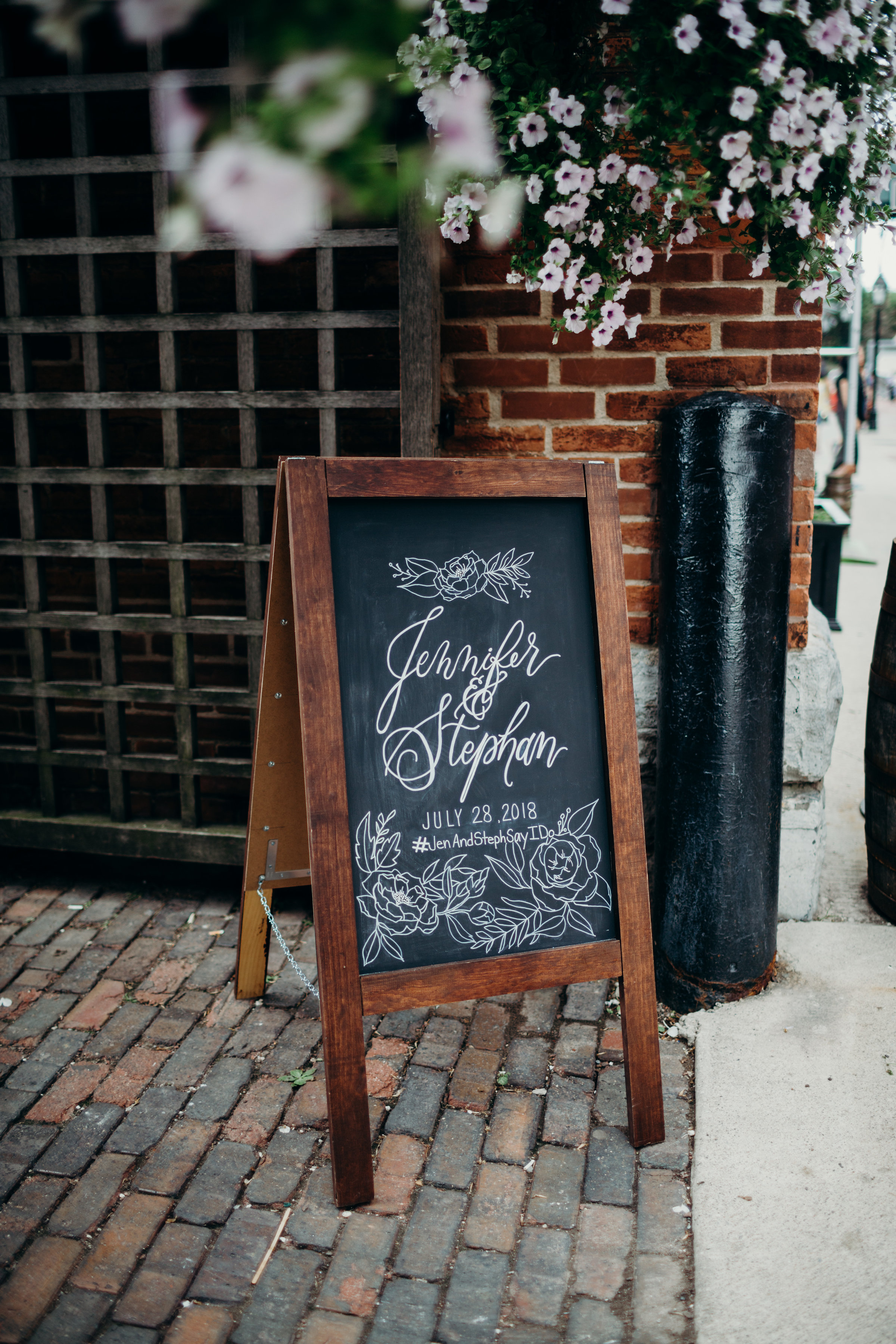 event signage - Event signage sets the tone with your venue and adds a personal touch for your guests and participants.Large signage: Welcome signs, statement signage, decorative piecesSmall signage: Reception table, menus, bar menus, card boxes, table signage