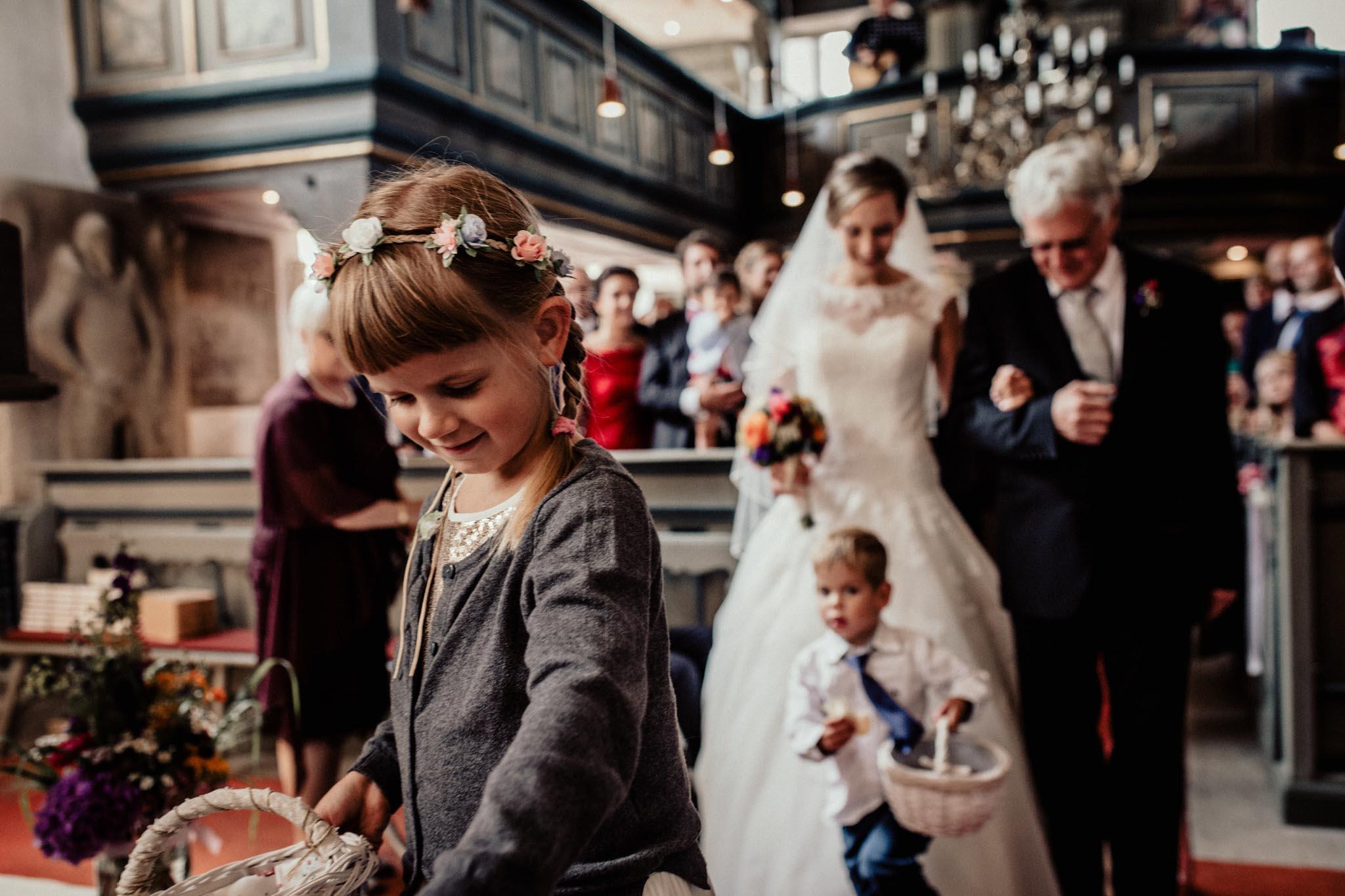 In-Love-with-a-Wolf-Hochzeitsfotograf-Coburg-Mitwitz-Nürnberg-Erlangen-Fürth-22.jpg