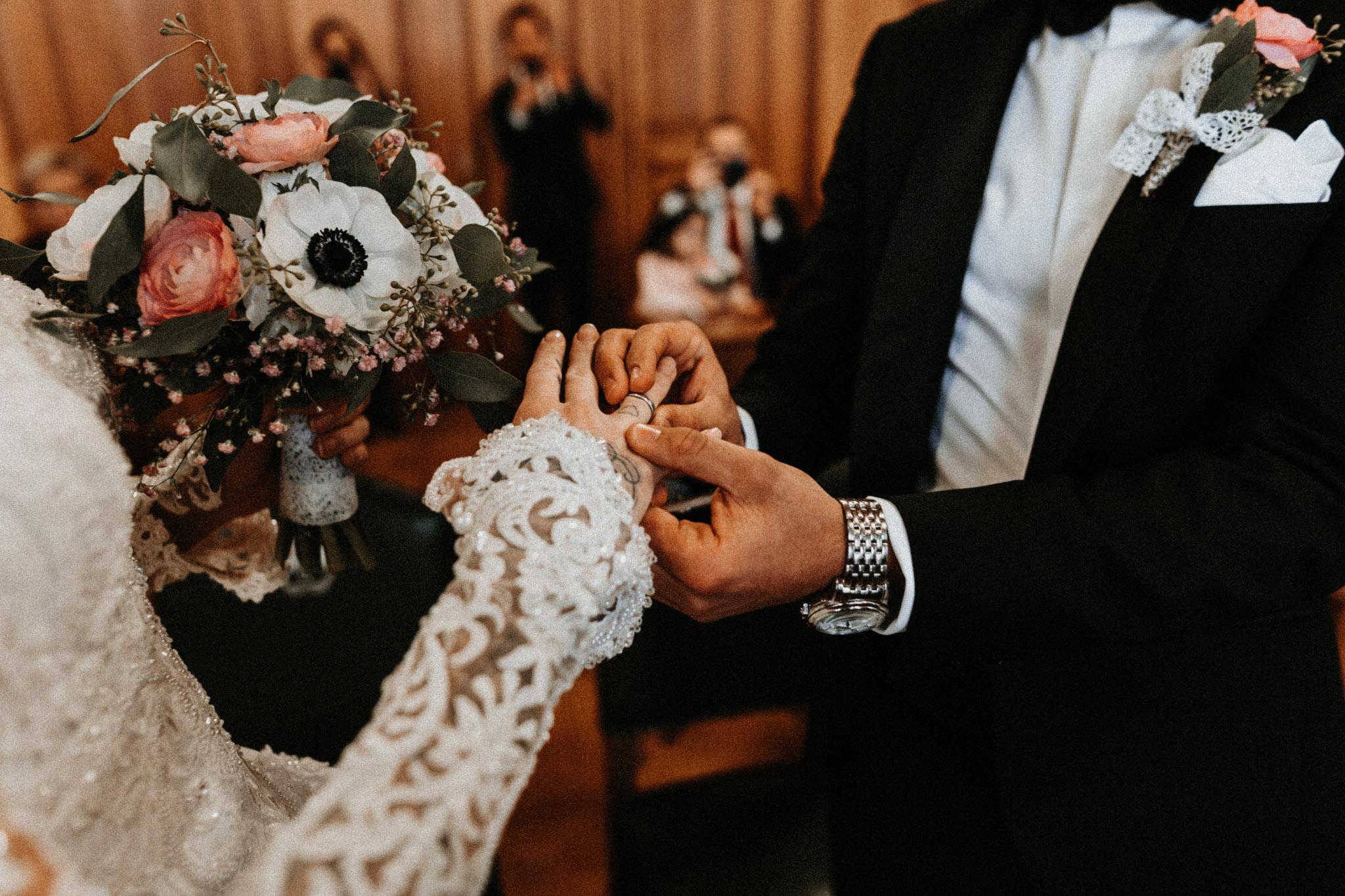 In-Love-with-a-Wolf-Hochzeit-Hochzeitsfotograf-Nürnberg-Erlangen-Roth-München-53.jpg