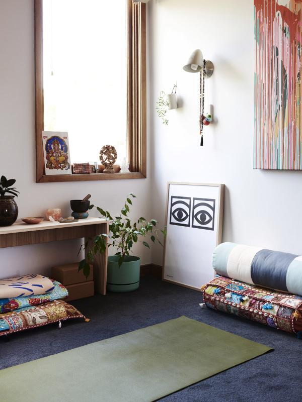 Un petit coin dans une chambre pour méditer, faire son yoga, des abdos ...