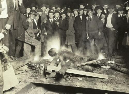 Lynching in Omaha, Nebraska. © Chicago Tribune, 1919