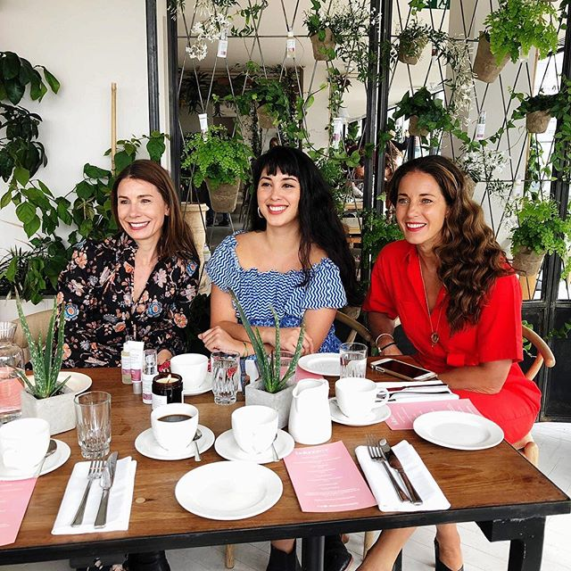 BALANCE ME 🌿 A beautiful brunch for @balancemebeauty this morning, in the gracious (& hilarious) company of @melissa.hemsley, to introduce their new Tri-Molecular Hyaluronic Serum and Hyaluronic Plumping Primer 💦 🌿 Sisters Rebecca & Clare Hopkins created Balance Me 14 years ago, following a conversation at their kitchen table. Corporate jobs had taken their toll & both wanted a gentler life, rooted in wellbeing. They retrained in holistic therapies and began making bespoke beauty products for their clients as gifts. A major retailer placed an unexpected order - and the rest is history 🌿 🌿 Back to the roots of this privately owned, women-founded, British brand this morning - in great company & conversation - a wonderfully balanced way to begin the day ✨🌿