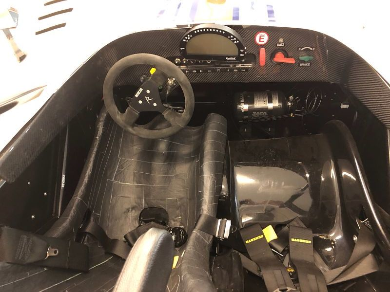 Radical SR3_1500_WhiteBlue_Interior_opt.jpg