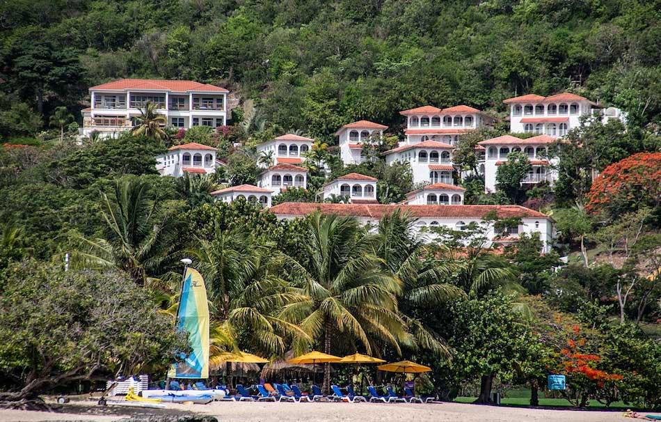 Mount Cinnamon Resort på Grenada er et fargerikt boutiquehotell med fantastisk utsikt over den flotte, lange stranden Grand Anse.