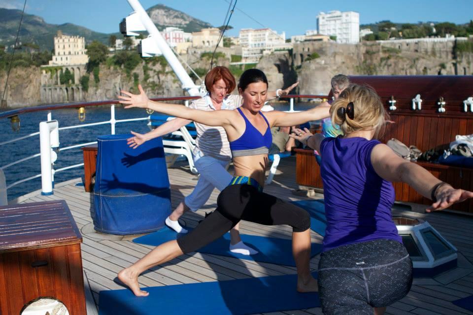 Litt trening med yoga på dekk