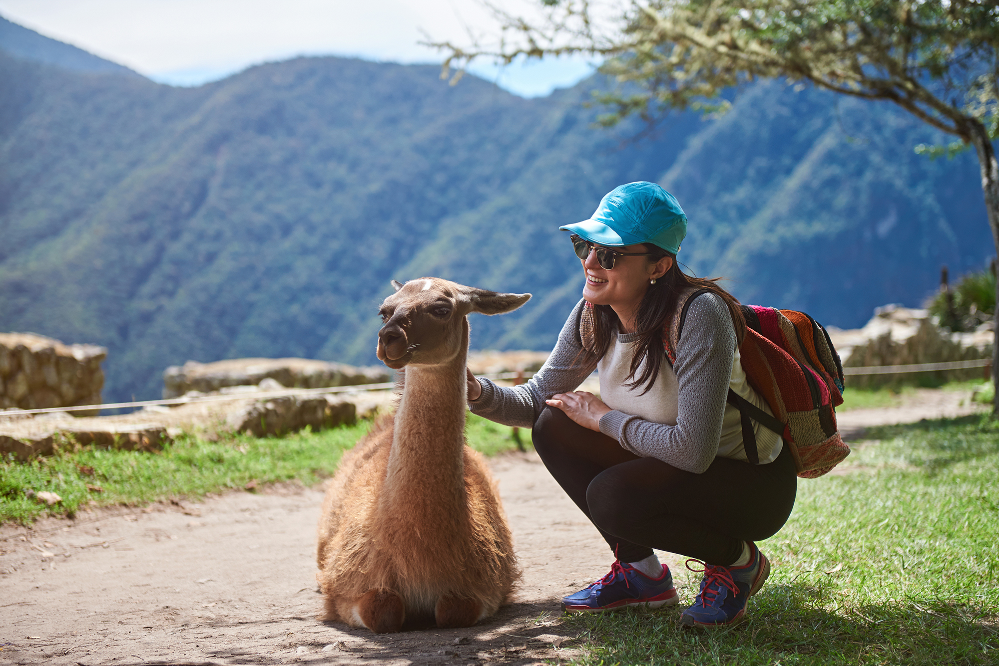 peru_cuzco_bigstock-Girl-_Traveller-Interact-With-L-232166932_resize.jpg