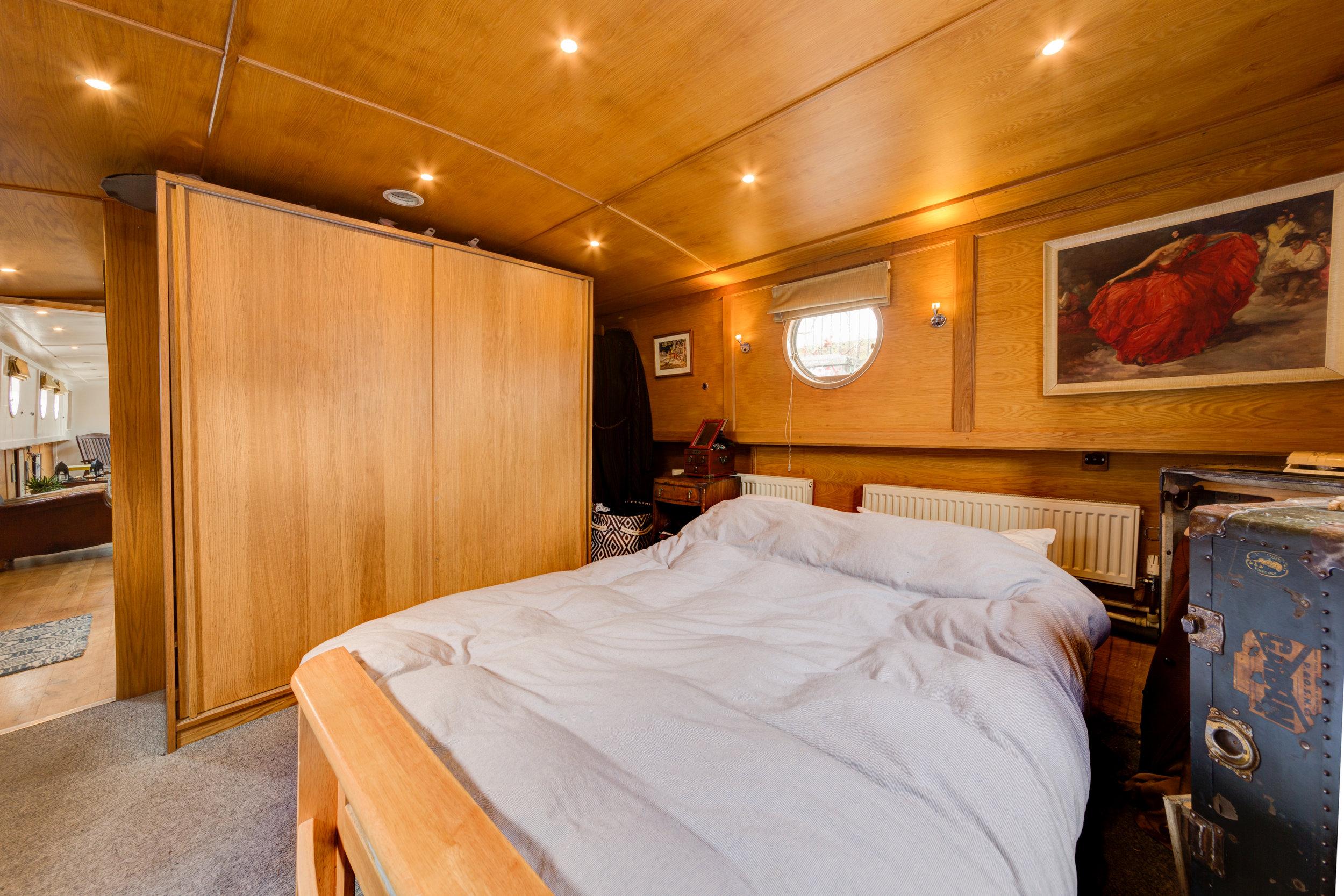 Bethnal Green Boat-2.jpg