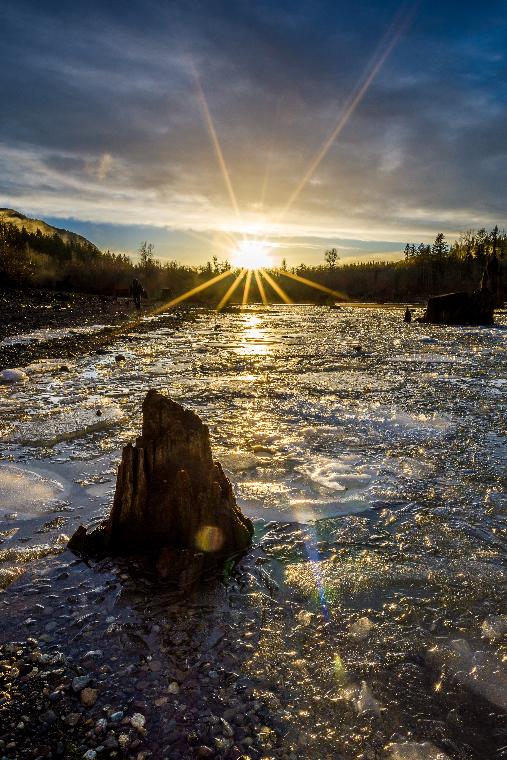 Rattlesnake Lake Ice and Sun Star  Photo by Kevin Ehlers - Nikon d810 + 20mm @ f22