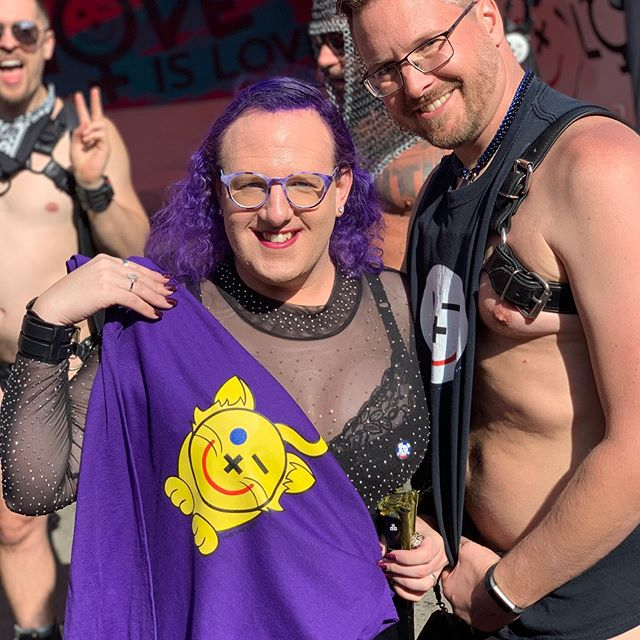 Great to see @bobbeemooremon at Folsom!  She saw @tiger_onyx and the friendly kitty shirt- we found one in her size (+; photobombed by @pup_amp...