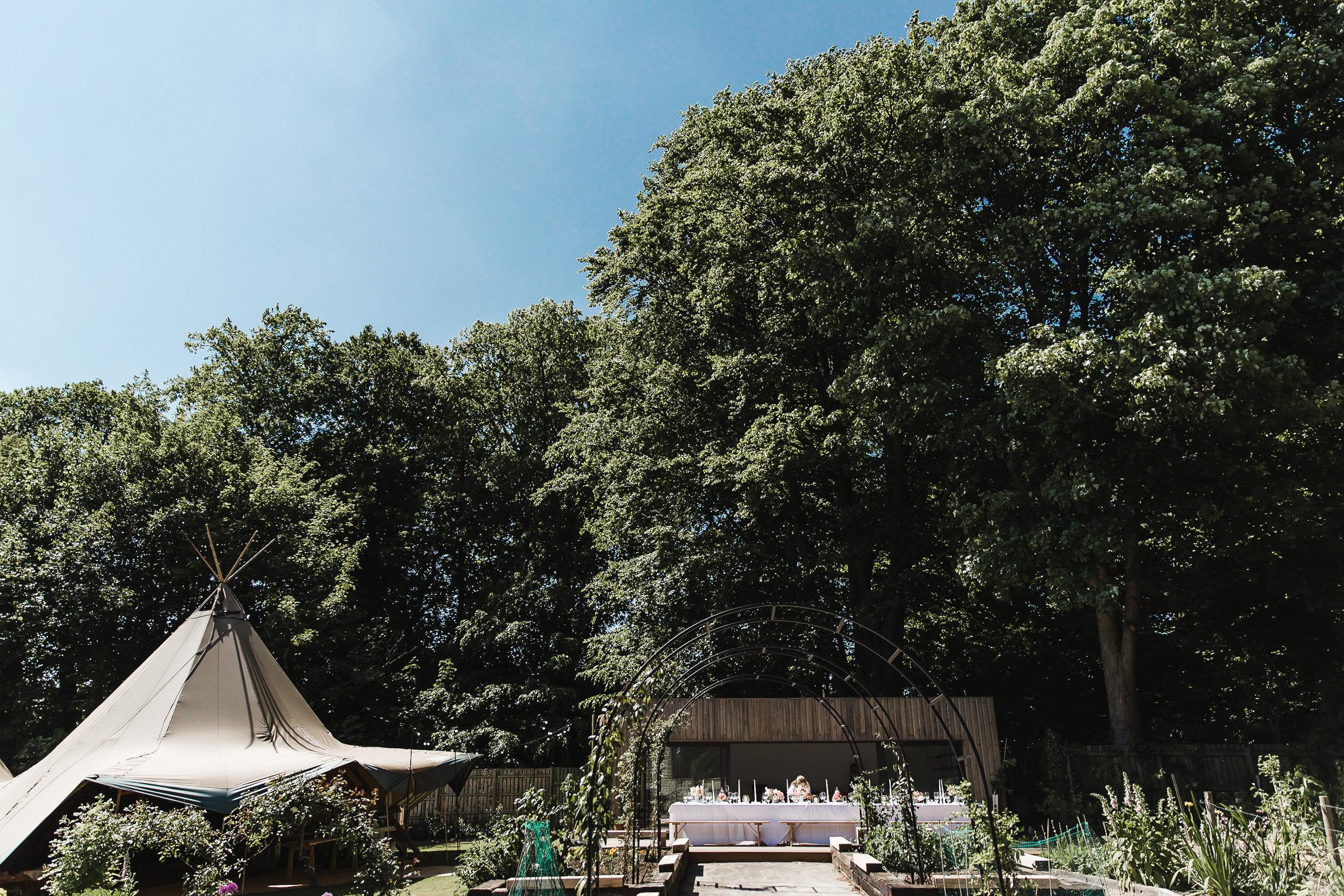 Roundhay-Leeds-Backyard-Wedding-Becs-Chris-126.jpg