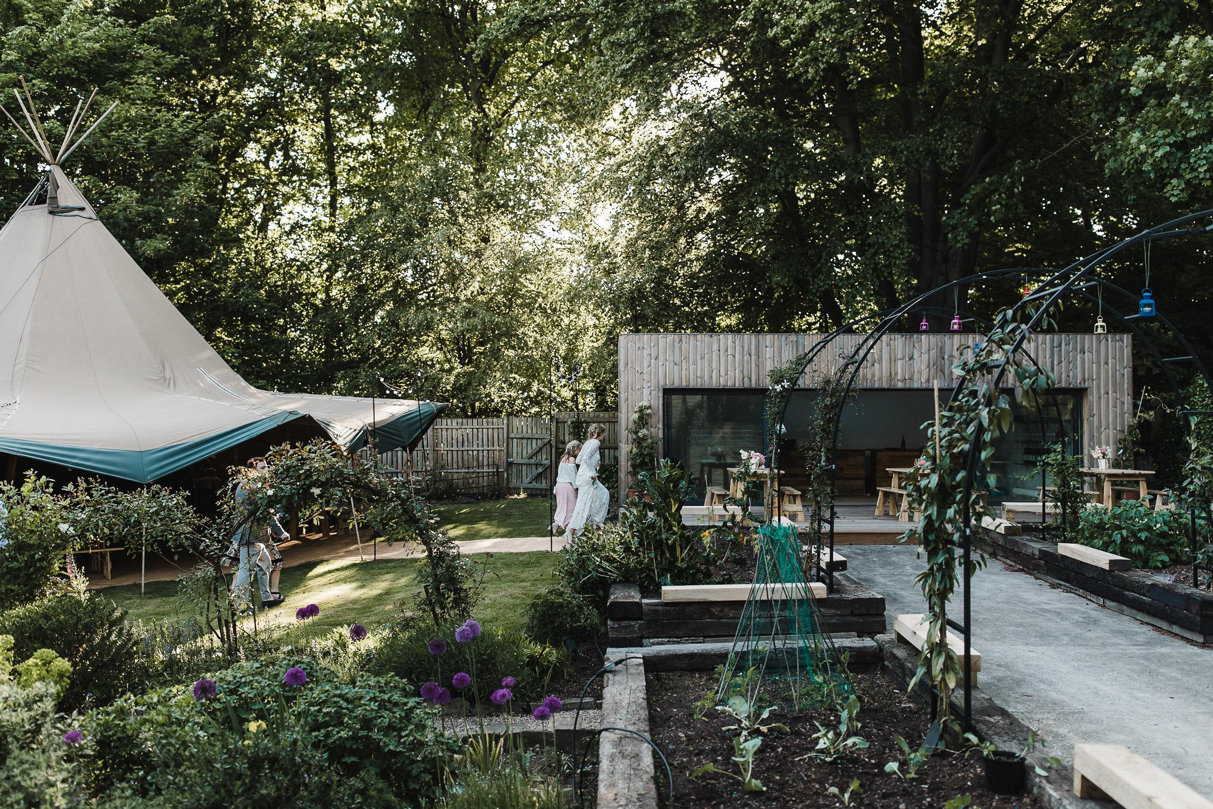 Roundhay-Leeds-Backyard-Wedding-Becs-Chris-200.jpg