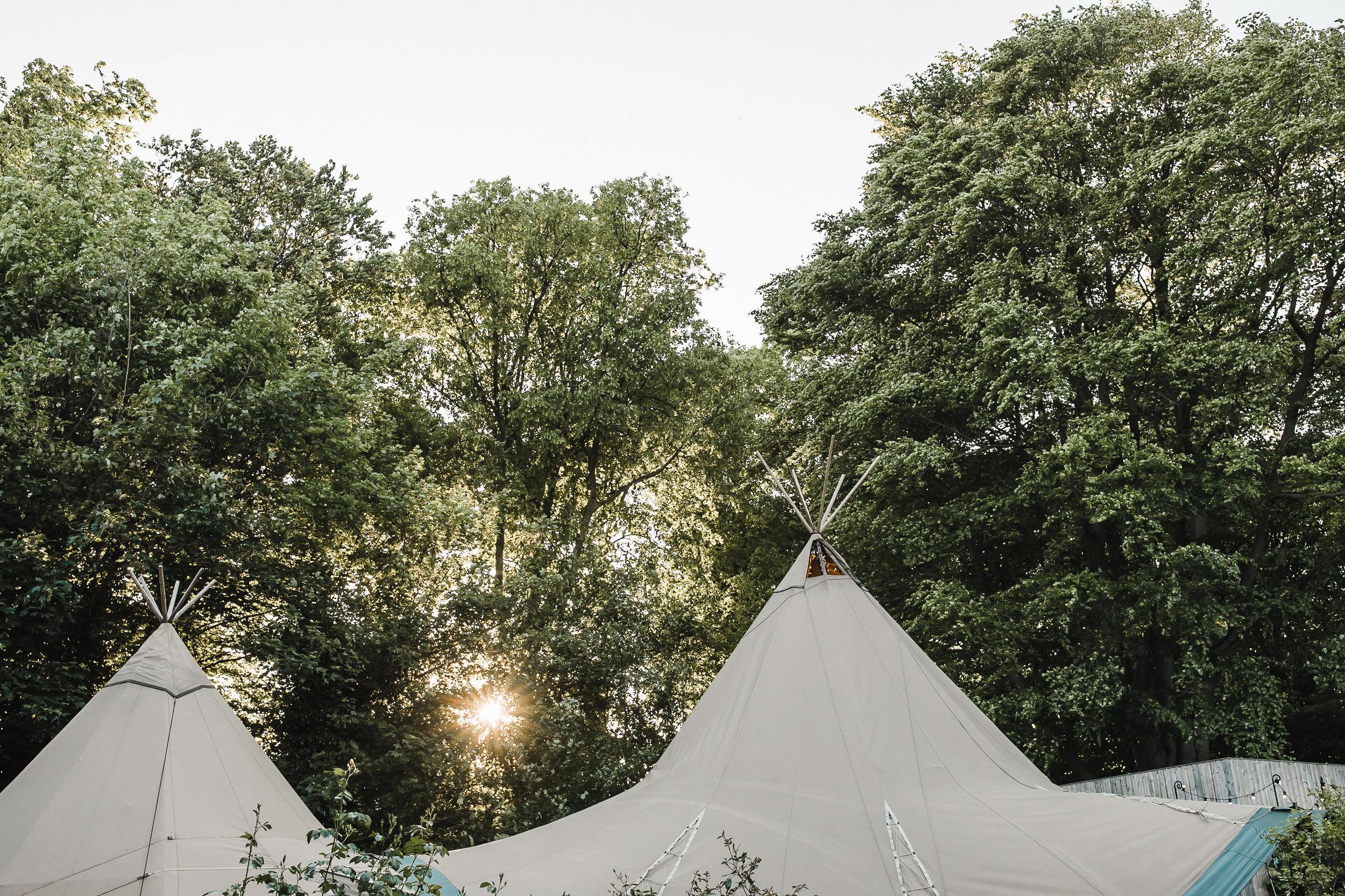 Roundhay-Leeds-Backyard-Wedding-Becs-Chris-216.jpg