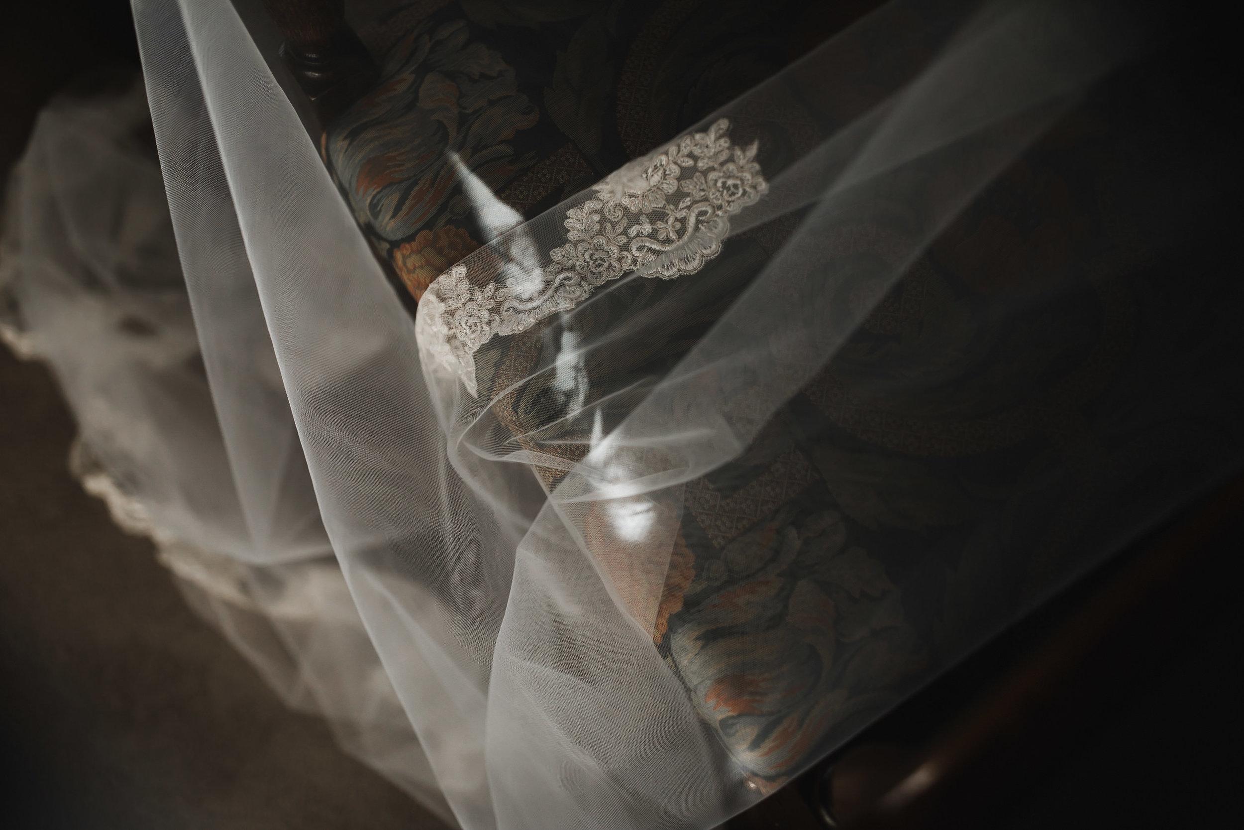Oakwell_Hall_Yorkshire_rain_wedding_011.jpg