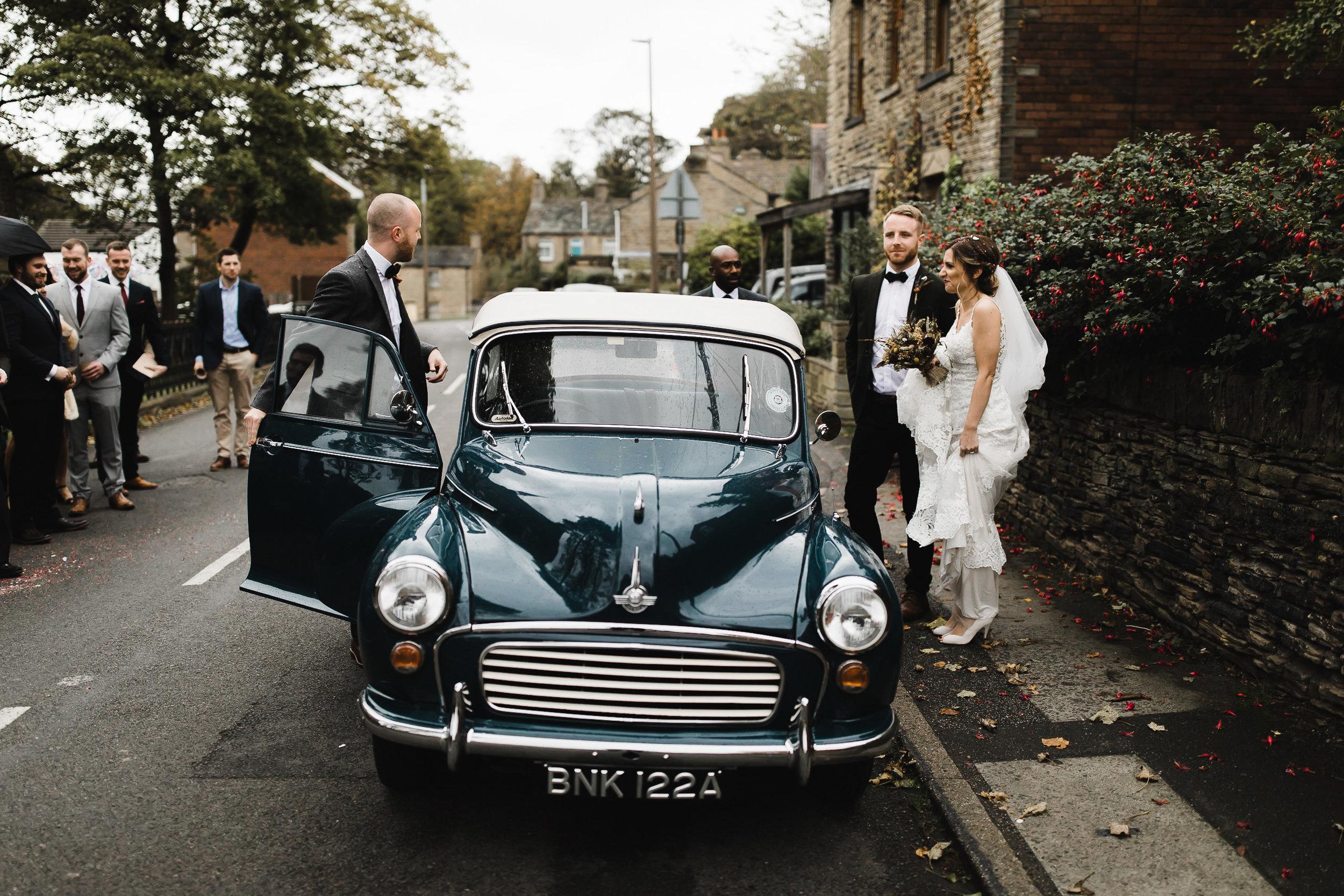 Oakwell_Hall_Yorkshire_rain_wedding_054.jpg